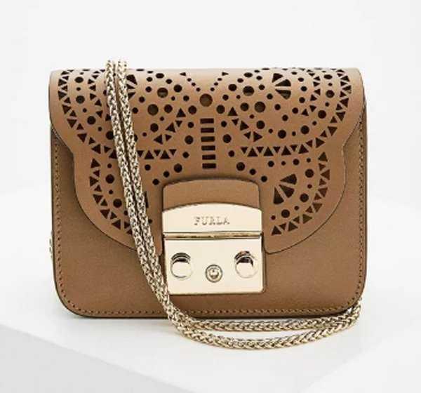 5e40951be165 Геометрические формы, разнообразная модная расцветка, широкий выбор – все  это про женские сумки от Furla. Их самые знаковые модели ...