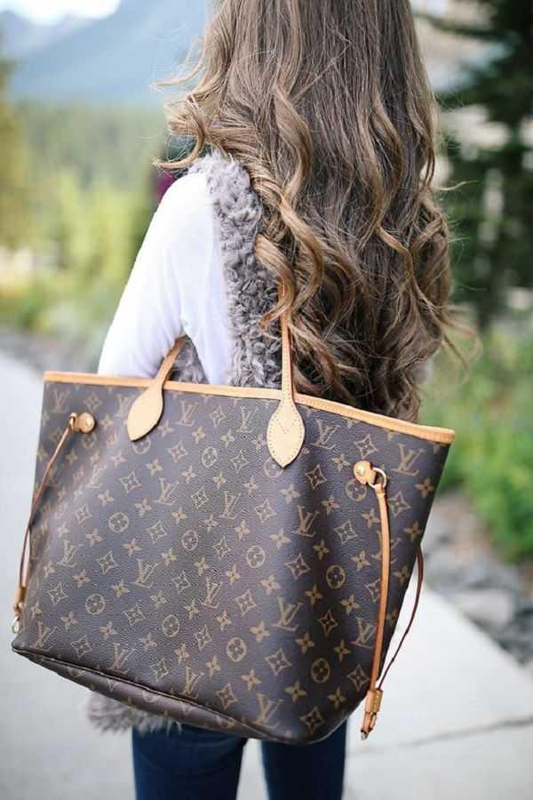 a244157f3bf6 Louis Vuitton или то, что обычно называют LV — это роскошный французский  бренд, основанный в 1854 году Луи Вуиттоном. Наряду с сумочками компания LV  ...
